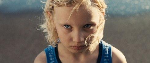 dark-blue-girl-mascha-schilinski-a